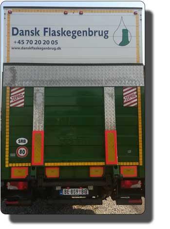 kamion sa rampom i prikolicom
